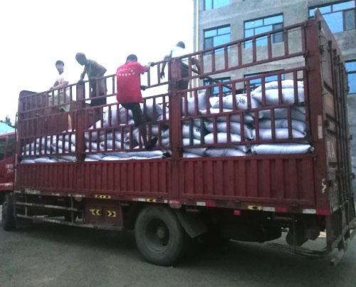10吨果壳炭发往山东